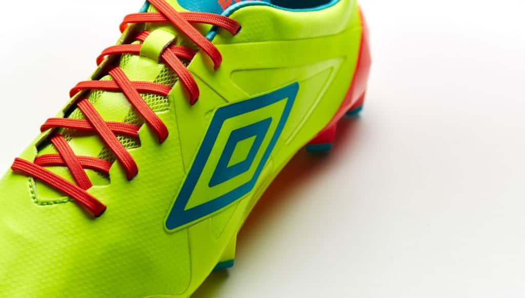chaussure-football-umbro-velocita-jaune-bleu