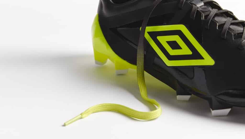 chaussure-football-umbro-velocita-noir-jaune