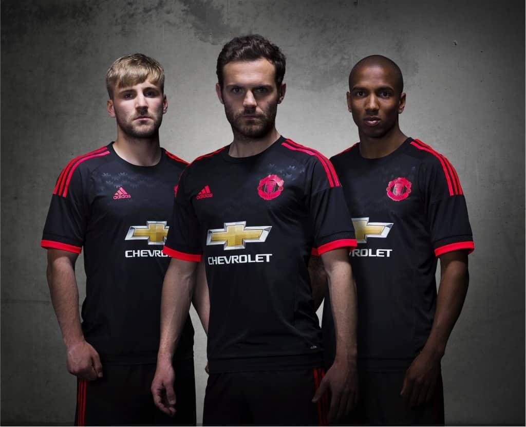 Désormais sous contrat avec adidas, Manchester United vient de dévoiler ses nouvelles tenues domicile, extérieure et third pour la saison 2015-2016.