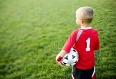 Image de l'article Guide : comment bien choisir des chaussures de football pour enfant