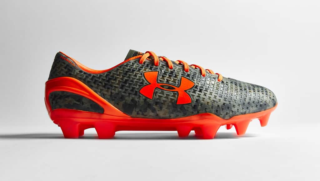 chaussure-football-under-armour-clutchfit-camouflage-orange