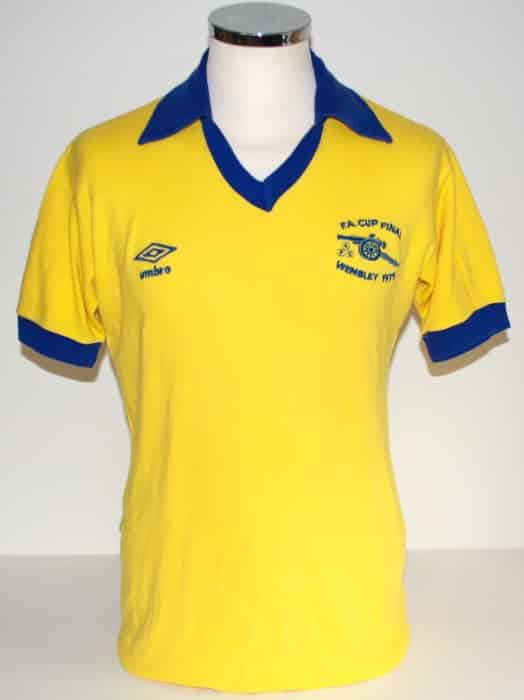 Créé en 1886, Arsenal à depuis porté des centaines de maillots dont Footpack.fr a fait une sélection des 10 plus beaux de tous les temps.