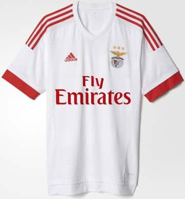 Sous contrat avec adidas, le Benfica Lisbonne vient de dévoiler ses nouveaux maillots domicile et extérieur pour la saison 2015-2016