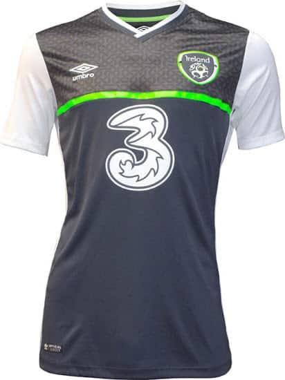 Bien parti pour se qualifier pour l'Euro 2016 qui se déroulera en France, l'équipe d'Irlande a dévoilée avec Umbro son nouveau maillot extérieur.