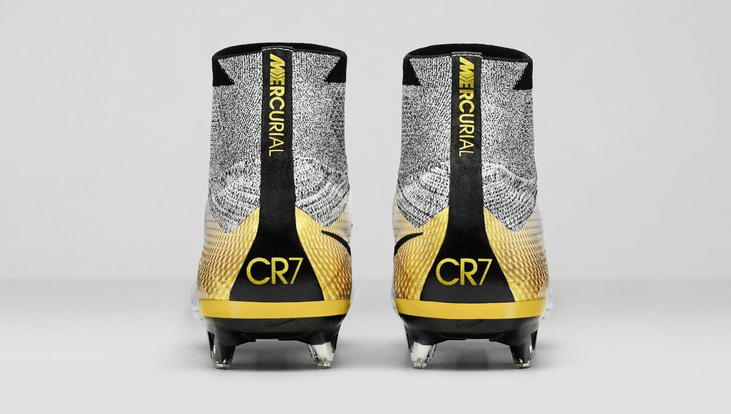 Toutes les chaussures de foot ... de Cristiano Ronaldo (CR7)