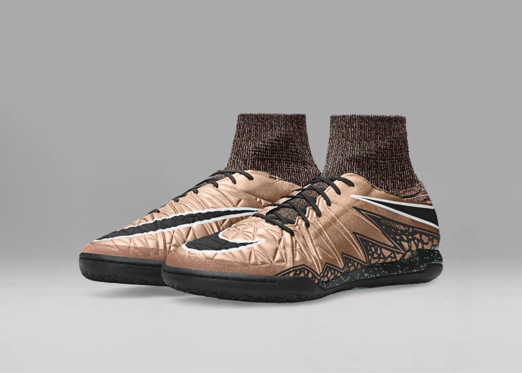 chaussure-football-nike-hypervenom-X-liquid-chrome