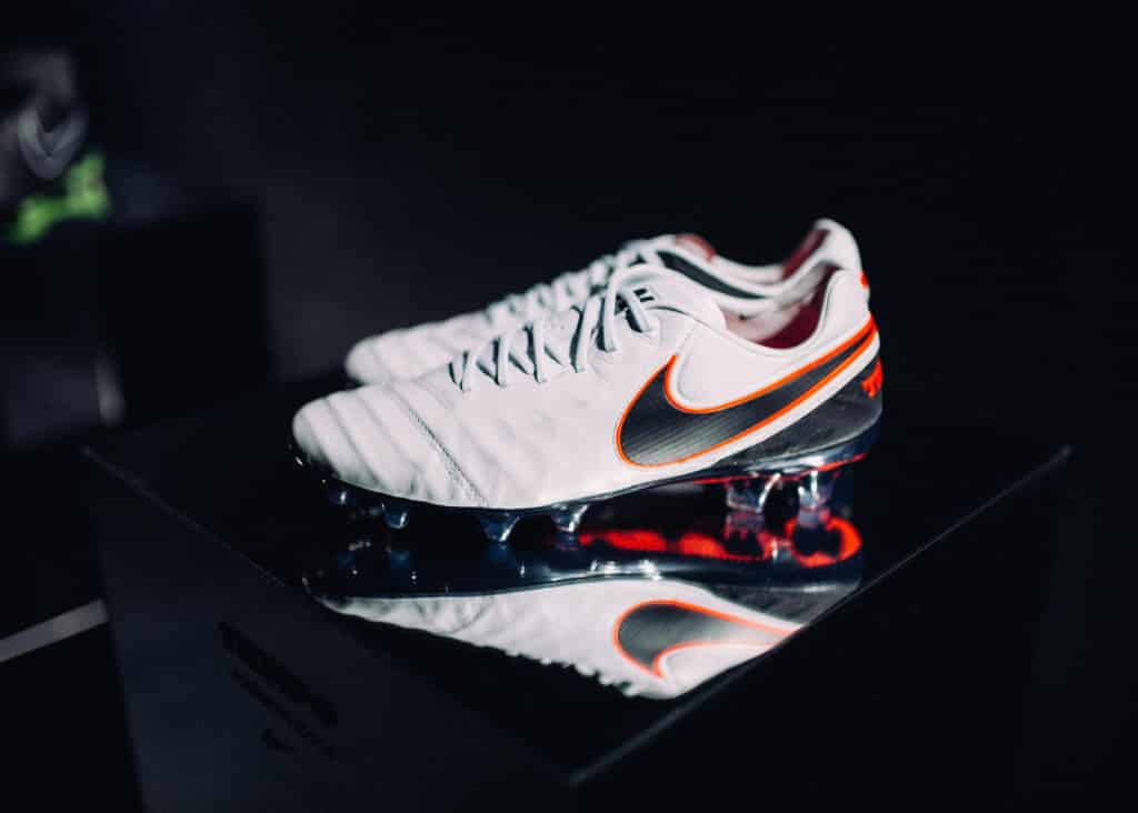 chaussure-football-nike-tiempo-legend-VI-liquid-chrome