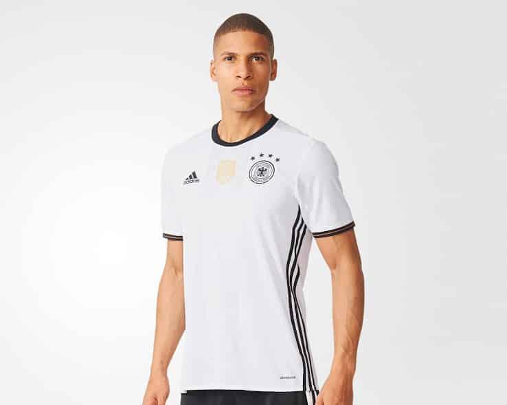 Championne du Monde en titre, l'Allemagne et son équipementier historique viennent de dévoiler les maillots de la nationalmannschaft pour l'Euro 2016.