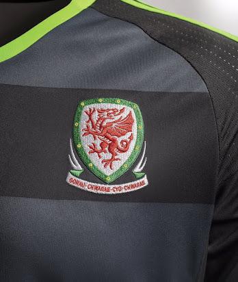 Emmené par sa star Gareth Bale, le Pays de Galles va participer à l'Euro 2016, et adidas vient de dévoiler ses nouvelles tenues.