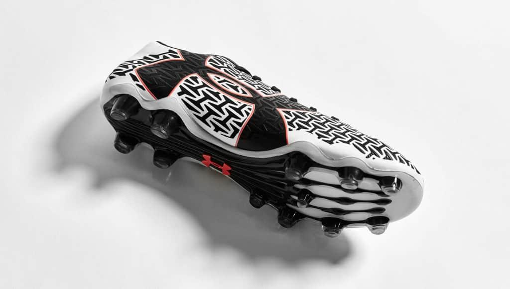 chaussure-under-armour-clutchfit-2-noir-blanc