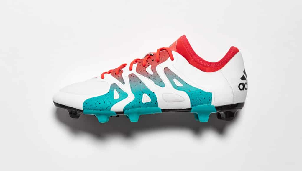 adidas pense aux femmes avec deux chaussures de foot