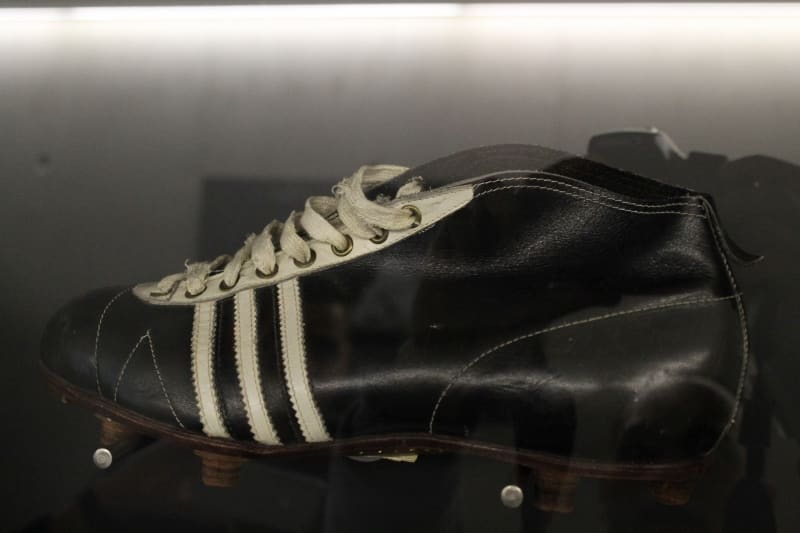 chaussure-football-adidas-1954