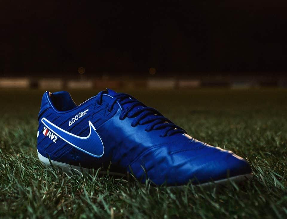 chaussure-football-nike-tiempo-id-varane-3