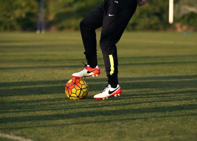 chaussure-football-nike-tiempo-legend-6-julie-johnston-10