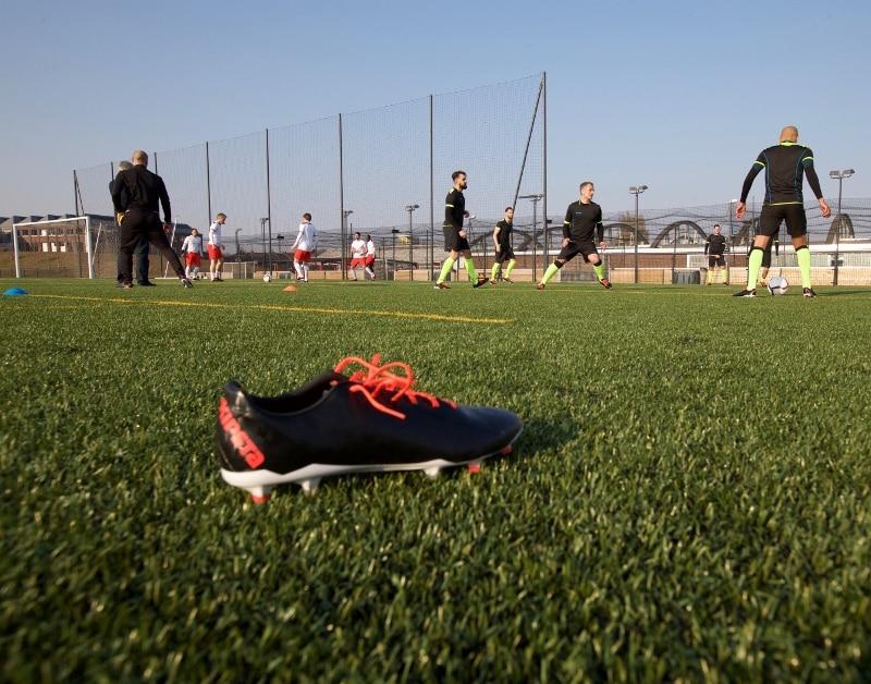 chaussure-football-Kipsta-clr-700-1