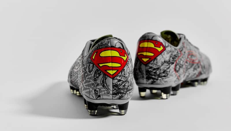 chaussure-football-under-armour-batman-superman-10