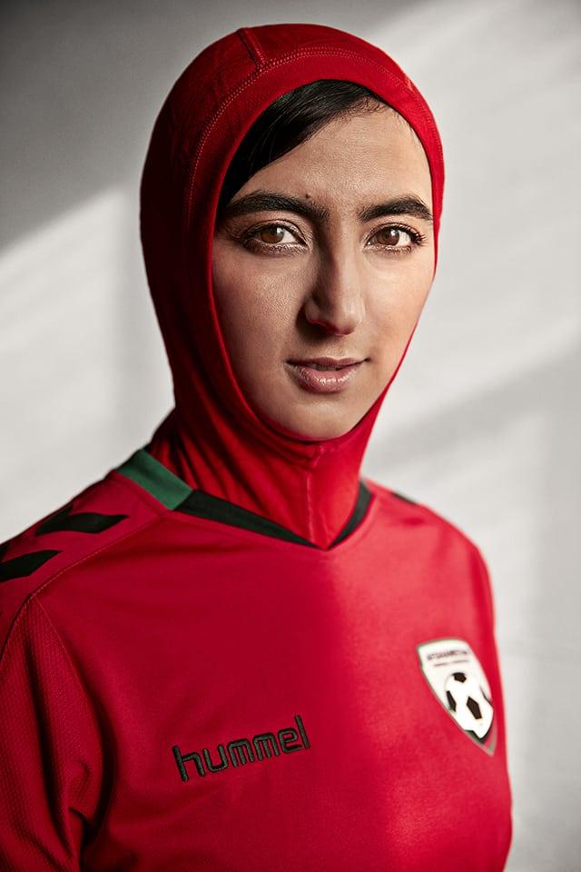 A l'occasion de la journée internationale des droits de la femme célébrée ce 8 mars, Hummel vient de dévoiler le maillot 2016 de l'Afghanistan avec un hijab