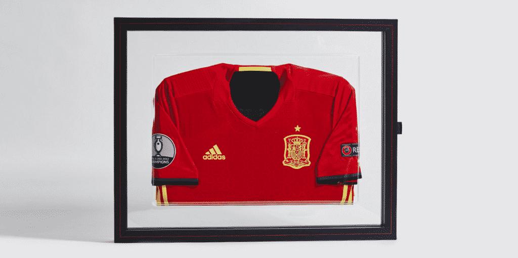 A quelques semaines du début de l'Euro 2016, adidas a dévoilé des maillots de l'Allemagne et de l'Espagne en édition limitée.