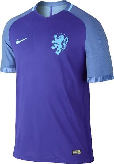 Grand absent de l'Euro 2016, les Pays-Bas restent malgré tout une grande nation du football mondial et Nike vient de dévoiler le nouveau maillot domicile.