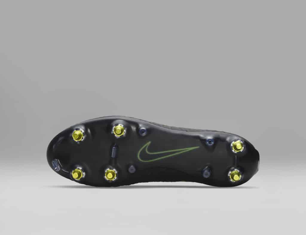 technologie-nike-anti-clog-chaussure-foot-Hypervenom