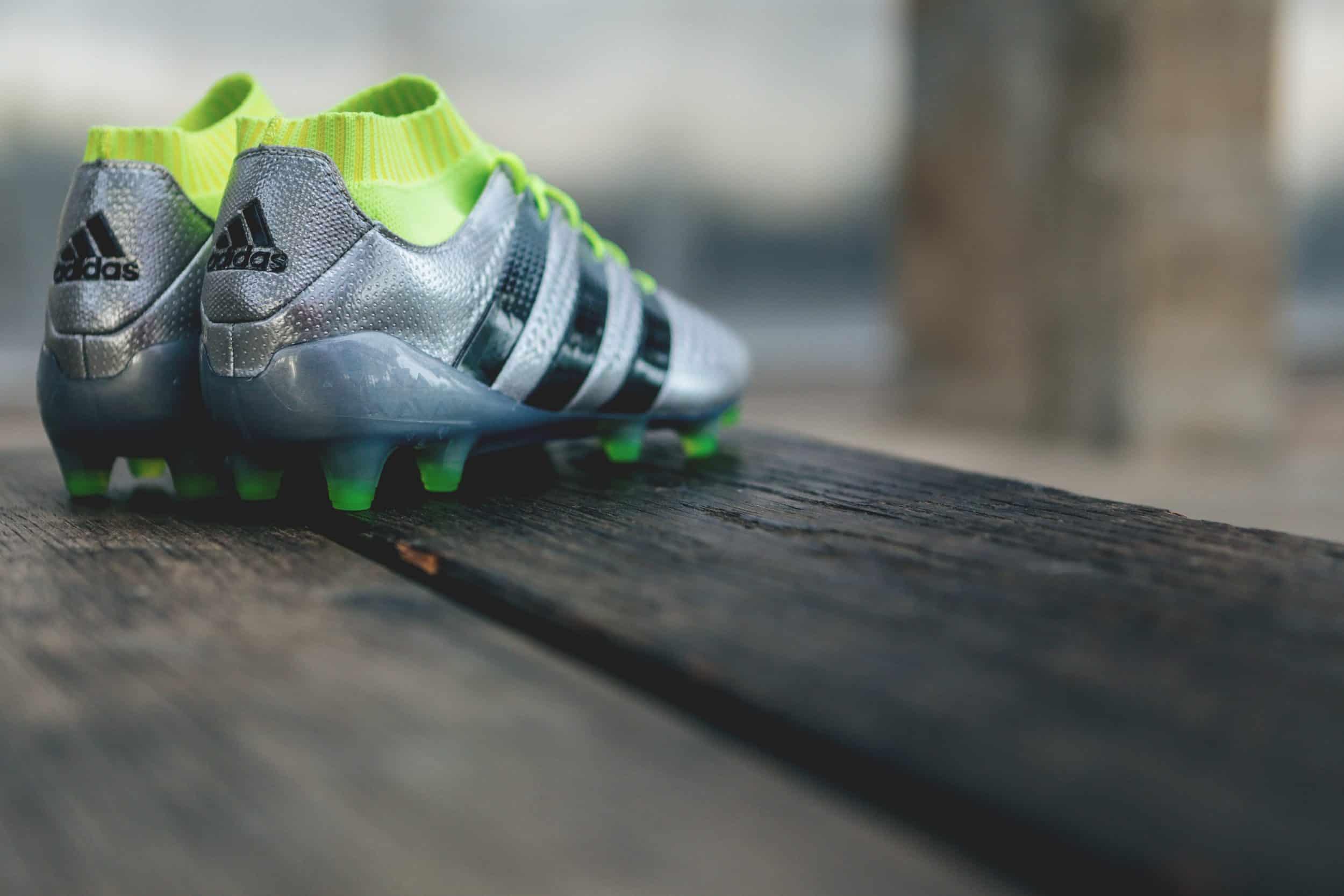 temperament shoes on feet images of low price sale Les chaussures de foot de l'Euro 2016