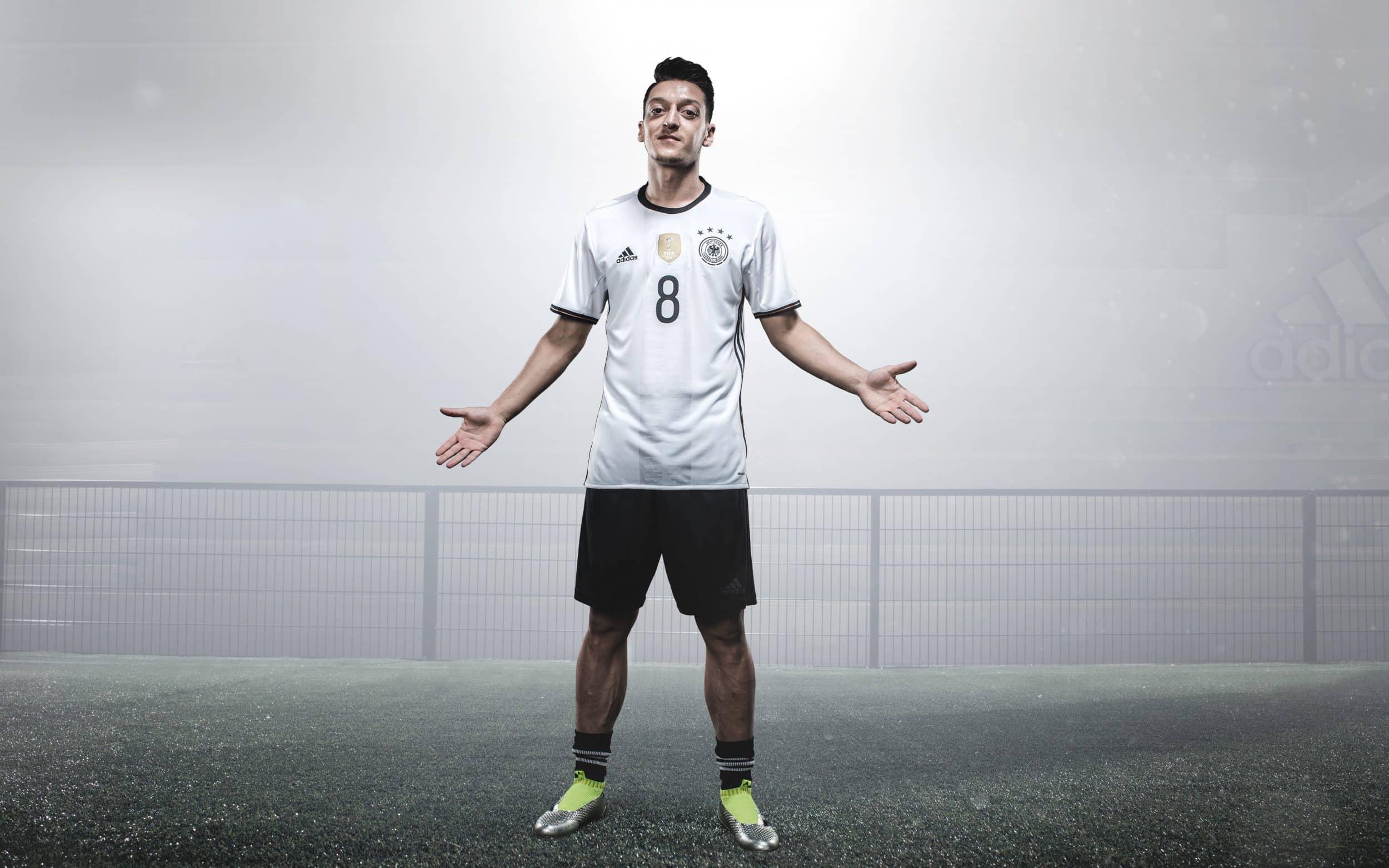 chaussure-football-adidas-ACE16-euro-2016-ozil-2-min