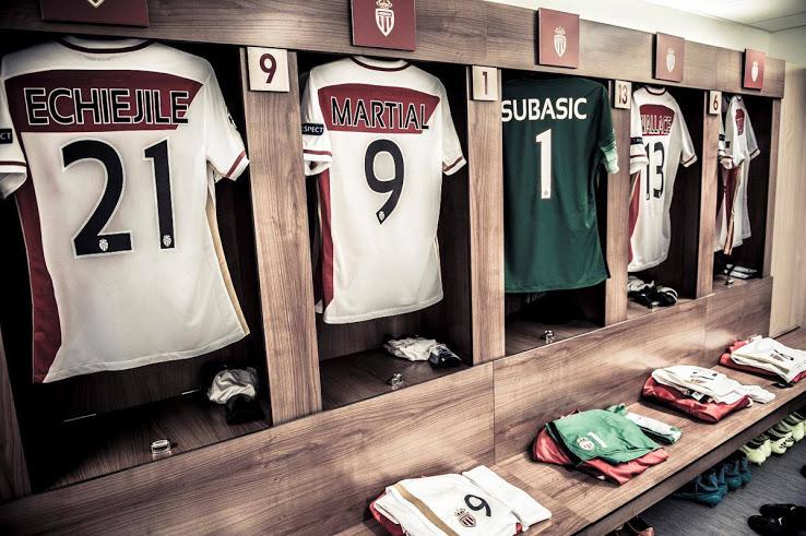 champions-league-kits-boast-plain-backs (1)
