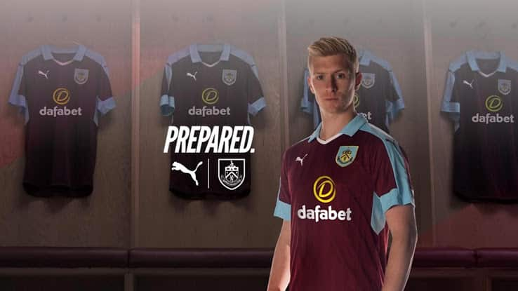 maillot-domicile-burnley-2016-2017-puma