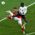 Mais pourquoi l'Equipe de France a joué avec un maillot tout blanc ?