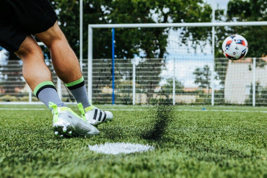 shooting-chaussure-football-adidas-ACE16-PureCrontrol-Mercury-Pack-Euro-2016-Fracas-15-min