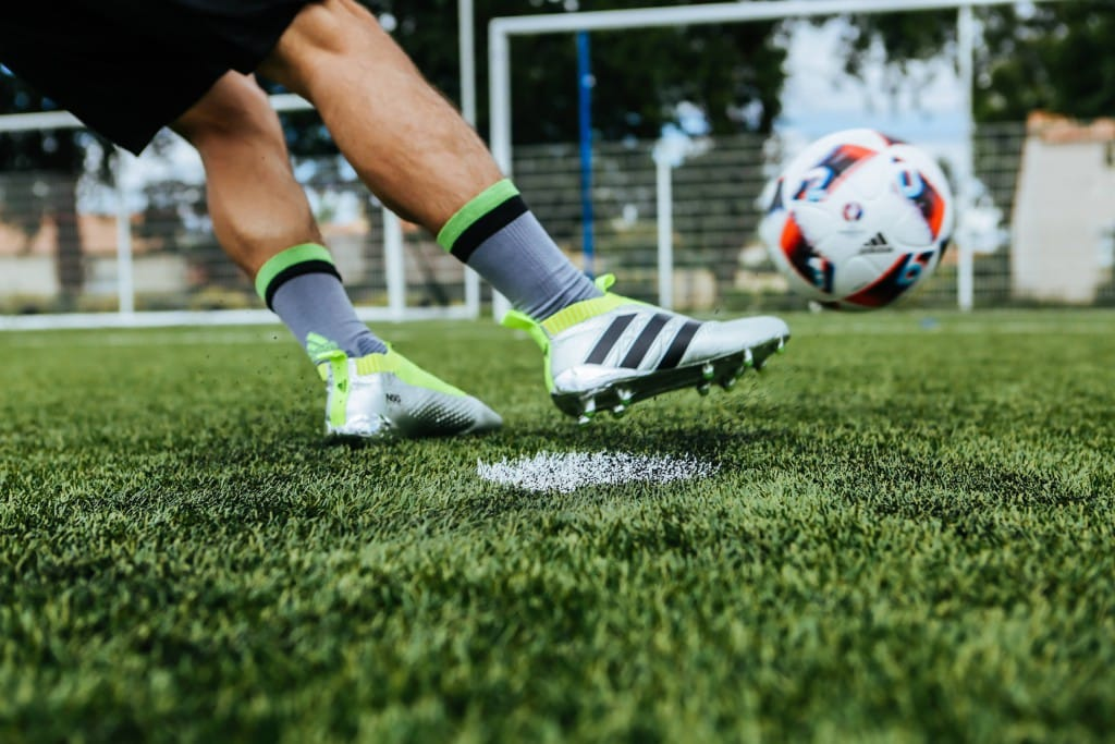 shooting-chaussure-football-adidas-ACE16-PureCrontrol-Mercury-Pack-Euro-2016-Fracas-16-min