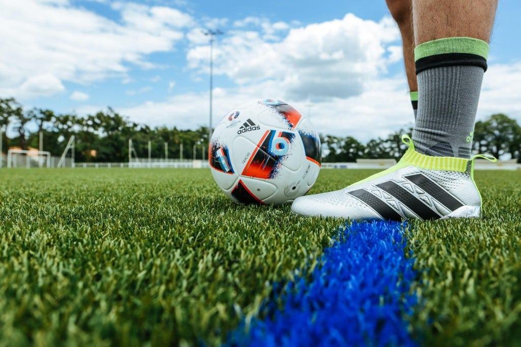 shooting-chaussure-football-adidas-ACE16-PureCrontrol-Mercury-Pack-Euro-2016-Fracas-8-min