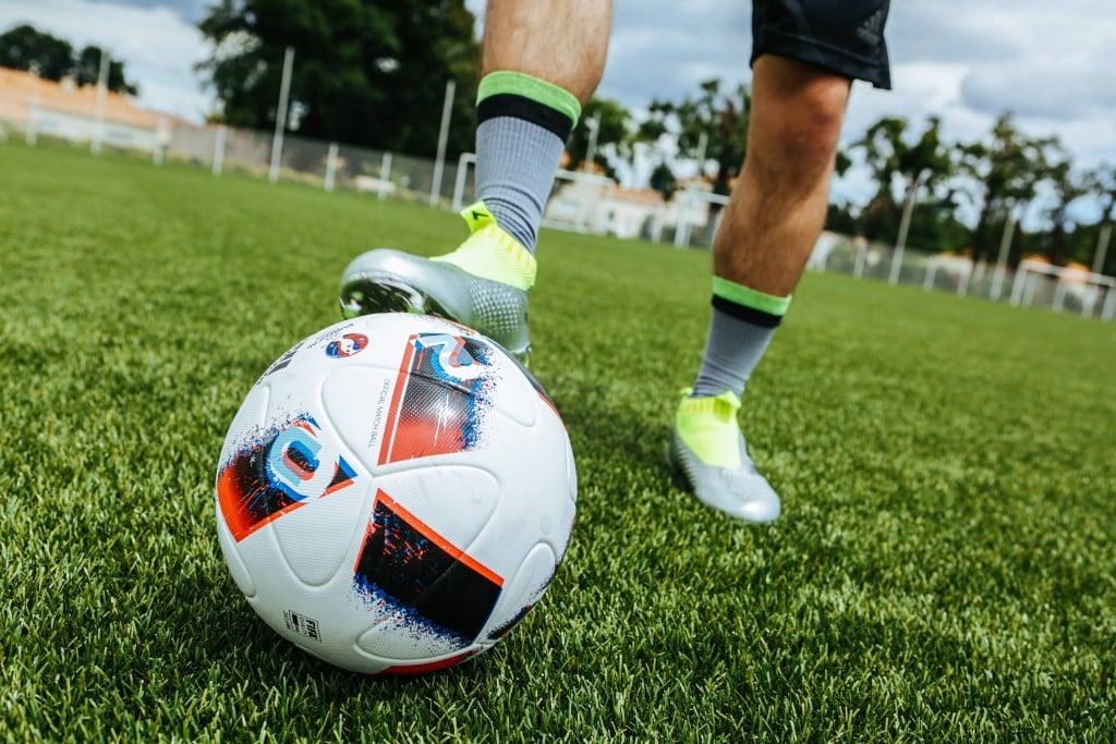 shooting-chaussure-football-adidas-ACE16-PureCrontrol-Mercury-Pack-Euro-2016-Fracas-9-min