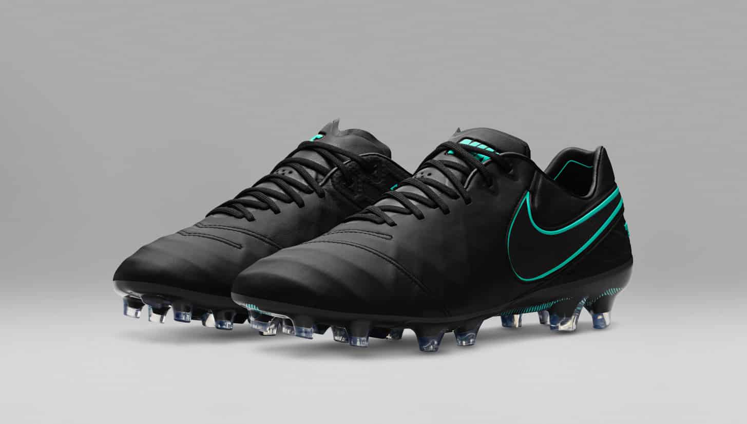 chaussures-football-Nike-pitch-dark-nike-tiempo-legend-6-2