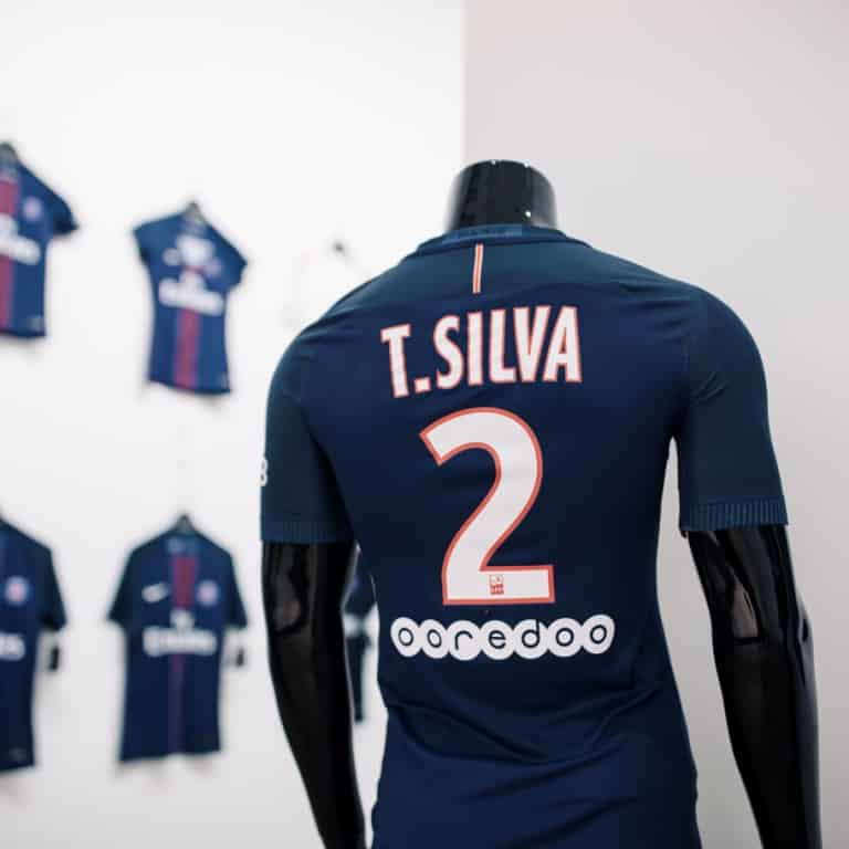 maillot-domicile-paris-saint-germain-2016-2017-thiago-silva-2