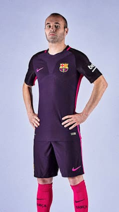 maillot-exterieur-fc-barcelone-2016-2017-iniesta