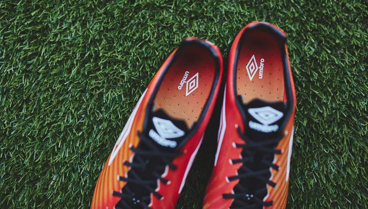 chaussure-football-umbro-velocita-II-grenadine-3