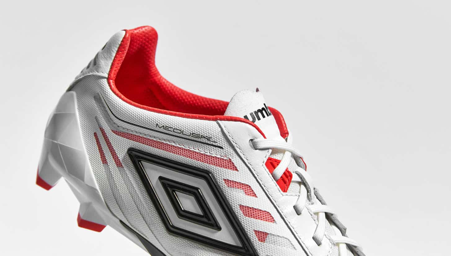 chaussures-football-umbro-velocita-noir-blanc-grenadine-1