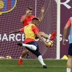 Neymar en chaussures masquées à l'entraînement avec le FC Barcelone
