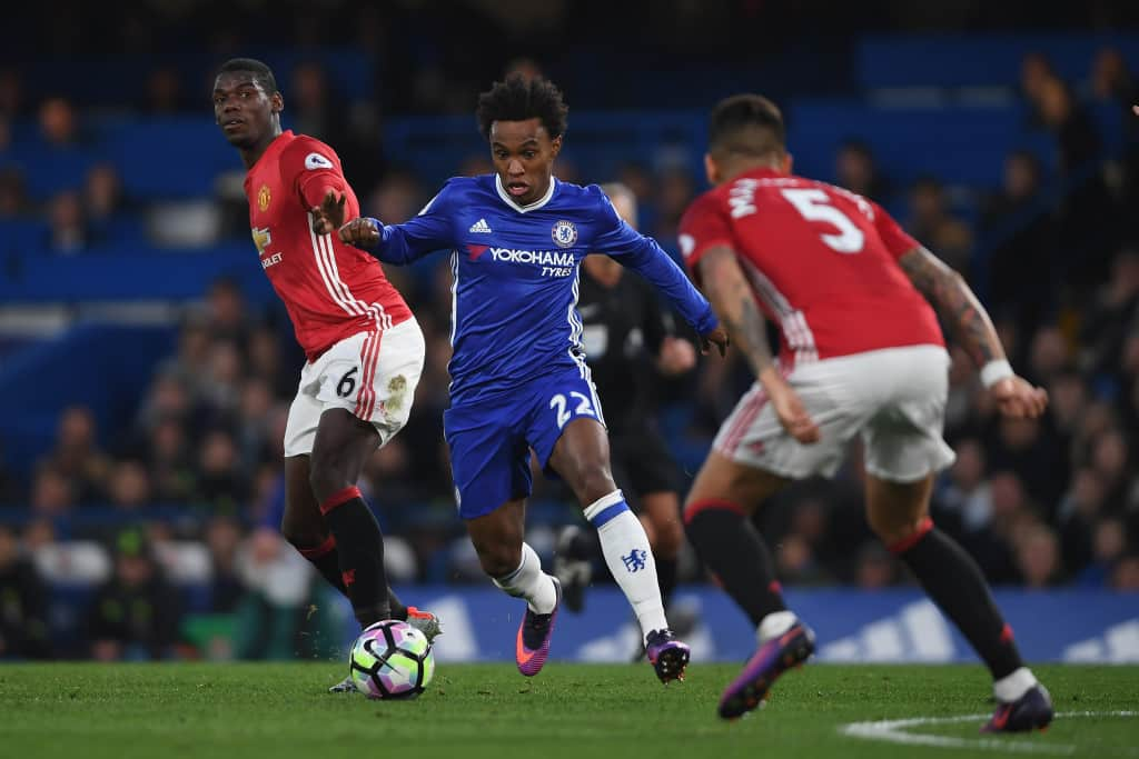 LONDON, ENGLAND - OCTOBER 23: Willian of Chelsea in action during the Premier League match between Chelsea and Manchester United at Stamford Bridge on October 23, 2016 in London, England. (Photo by Mike Hewitt/Getty Images)