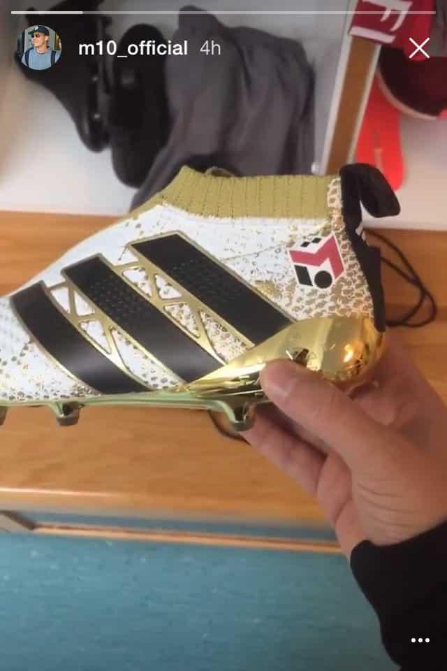 mesut-ozil-adidas-ace-16-plus-purecontrol-arsenal-tottenham-derby