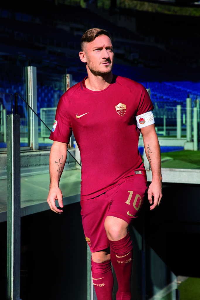 totti-maillot-derby-nike-special-2016-as-roma-sw__068_64320