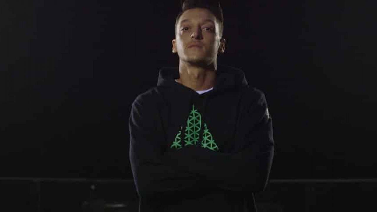 Pub Mesut Footpack La Nouvelle Özil Adidas Avec CdxoerBW