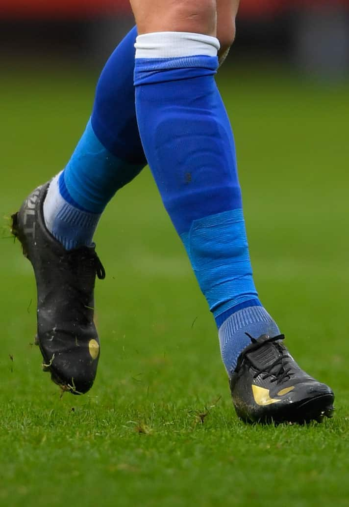 chaussures-football-match-concave-volt-greg-halford-img2