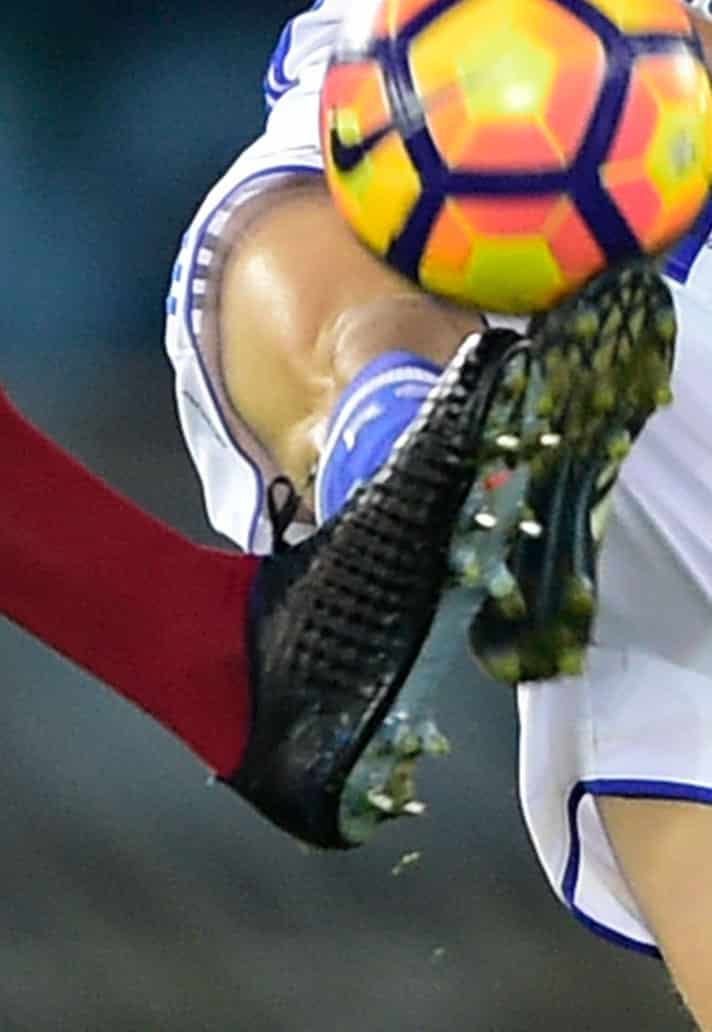 chaussures-football-match-nike-magista-obra-custom-steven-nzonzi-img2