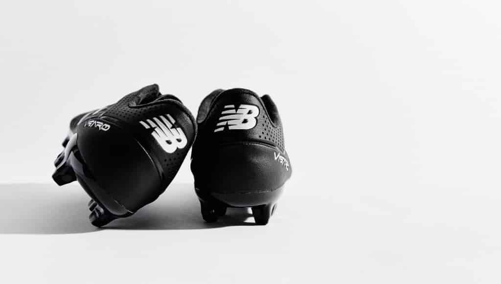 chaussure-football-new-balance-visaro-blacout-octobre-2015