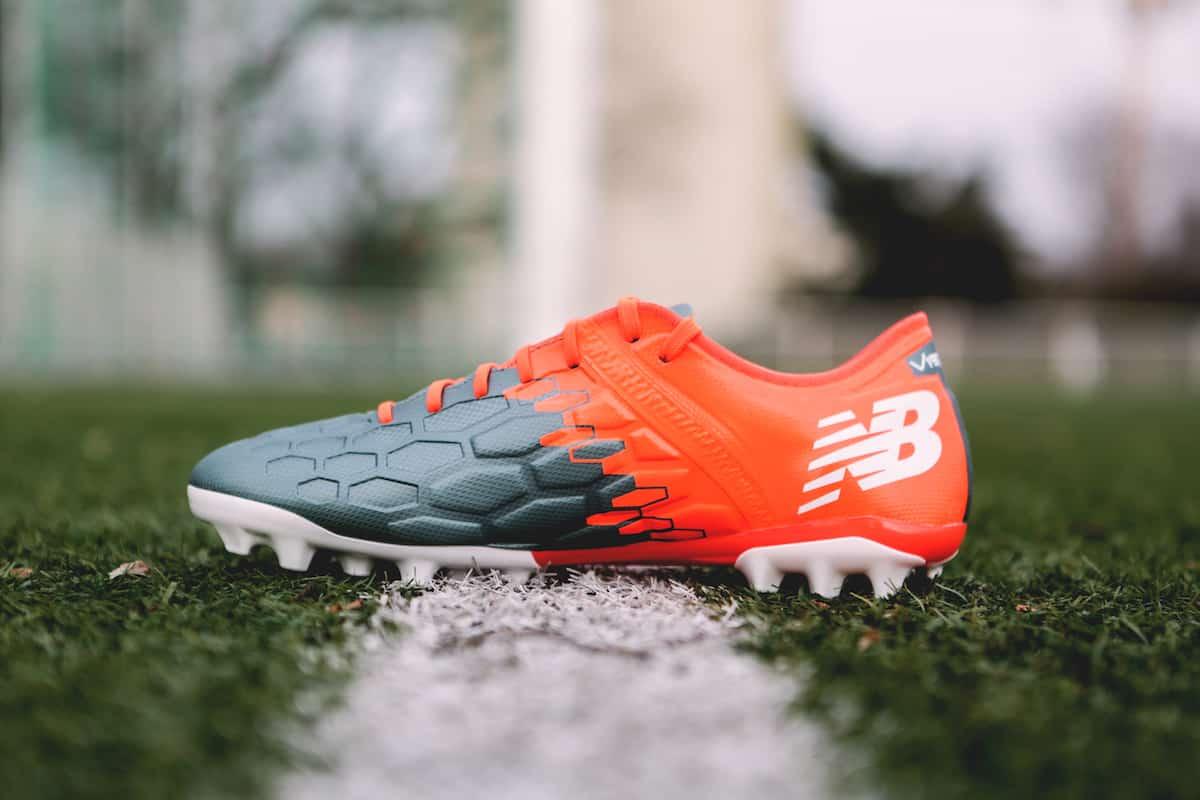 chaussures-football-New-Balance-Visaro-2-Typhon-img1