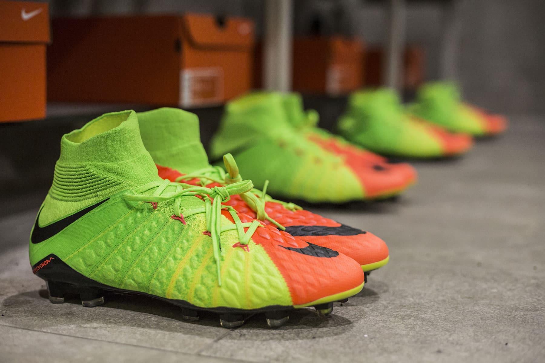 2e26813fe8f0 La meilleure chaussure de foot de l année 2017 est une paire qui a été  lancée en tout début d année   la Nike Hypervenom Phantom III.