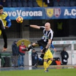 Un petit tifoso de l'Udinese se fait voler le maillot d'Hallfredsson : le club y remédie