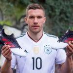 Des chaussures spéciales pour la dernière de Podolski!